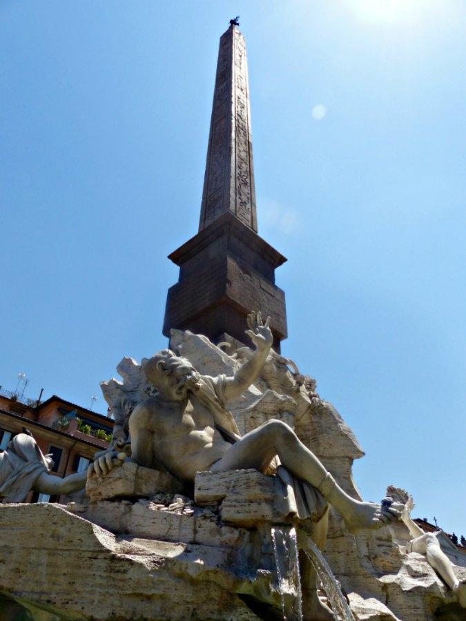 obelisco-plaza-navona-planeta-en-conserva